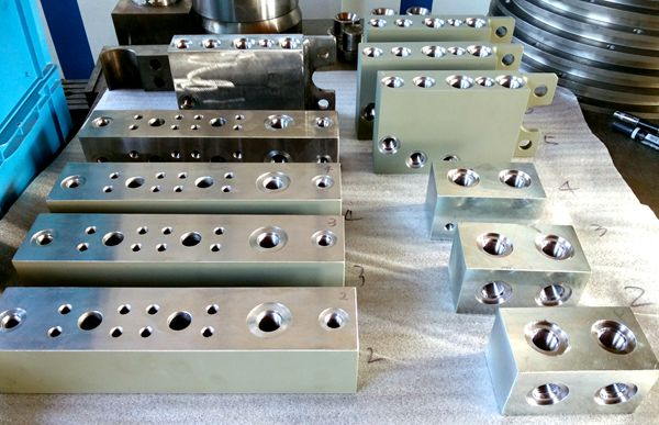 Machining Parts for Road Rollers in Dalian, China
